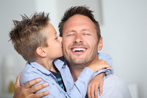 Son kissing daddy Fotolia_26312876_L_©goodluz