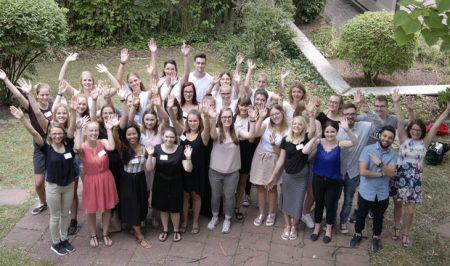 Die neuen Auszubildenden der Heiligenfeld Klinken verabschieden ihre Vorgänger. Foto: Kai Fraass
