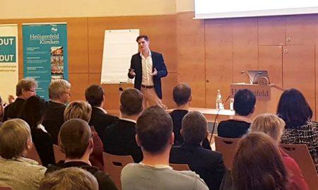 Dominic Lindner von der noris network AG bei der Unternehmensgruppe Heiligenfeld. Foto: Lydia Moela